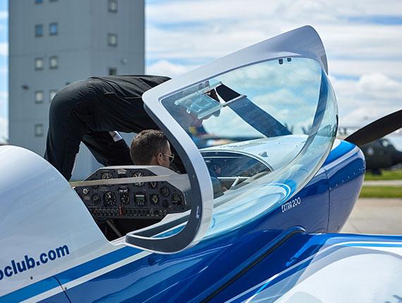 Extra 200 Cockpit