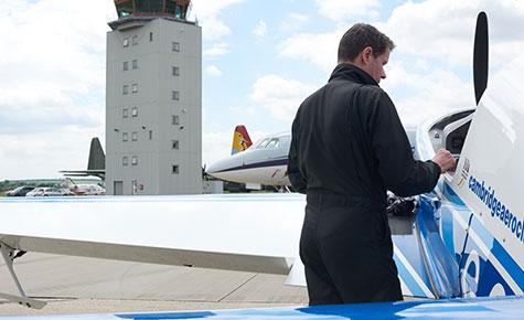 Extra 200 pre-flight